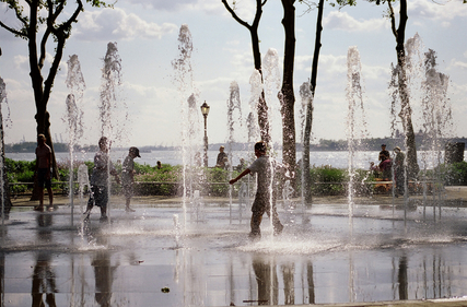Children playing in battery park