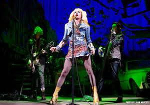Hedwig rocks out.