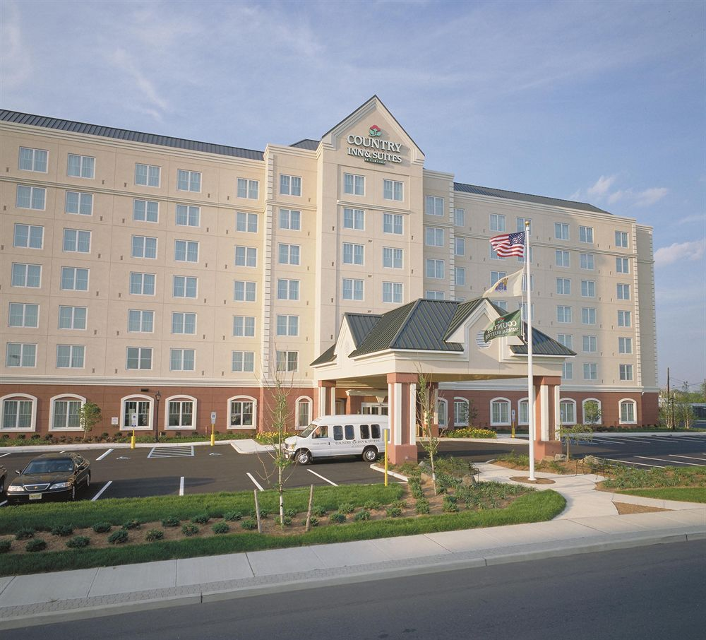 Country Inn & Suites01