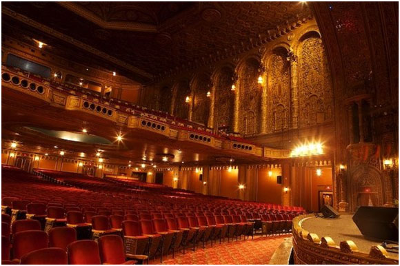 In 1913, the Palace Theatre opened and remained the most prestigious vaudeville theatre in the country until the 1930s, housing numerous renowned performers.