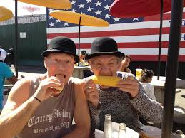 Didi and Gogo enjoying some Times Square delicacies.
