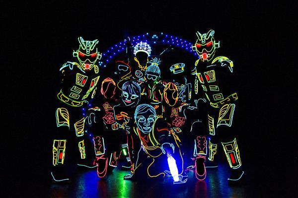 iluminate-artist-of-light-groupshot